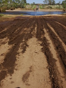 A muddy lead up to crossing the Finke