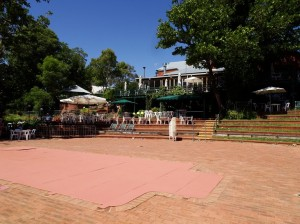 The Mundaring Weir Hotel from the front