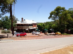 The Mundaring Weir Hotel. Lunch