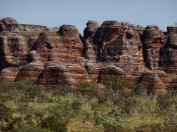 Black and red bands characterising Purnululu