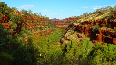 Dales Gorge as I descend to Fortescue Falls