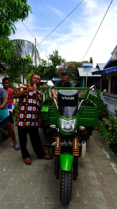 Stuart, not being so fit, is spared the 5 km walk home by Panorama's Elder giving us a lift in his Bunaken-pickup