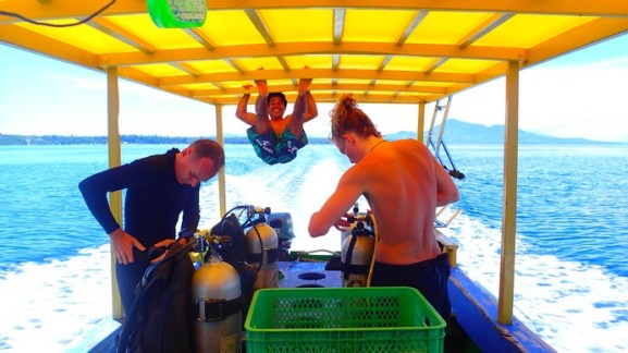 Laurence (L) and Lukas (R) getting ready for the Deep Dive: attempt on 50 m. Timothy hanging off the roof at the rear